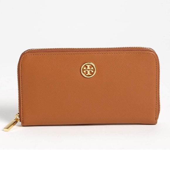 a750ff53ed89 Tory Burch Robinson Zip Continental Leather Wallet.  M 5a80b1f65521bebef38dfdf3